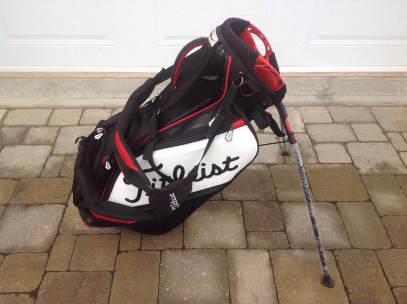 57892bf3e1 For Sale  Titleist Staff carry stand bag